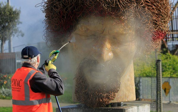 The Luke Kelly statue on Guild Street, Dublin being cleaned by Ross Sheridan from P MAC Cleaning and Restoration Services, on behalf of Dublin County Council, after it was defaced in April of this year. Photo:Gareth Chaney/Collins