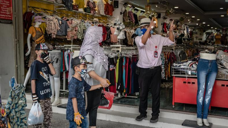 A shop opens for business at the start of June. Restrictions have started being eased in Indonesia but its case numbers continue rising. Picture: Ulet Ifansasti / Getty Images